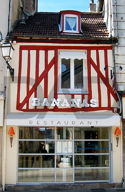 architecture_restauration_boulangeries/RESTAURANT_Bananas_Langres/facade-restaurant-luc-duina-paris.jpg